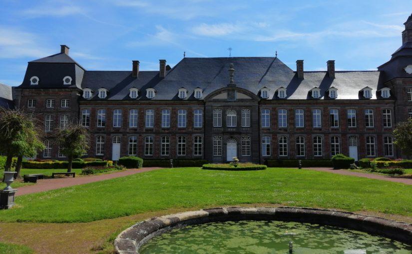 L'abbaye de Bonne-Espérance dans son écrin de verdure